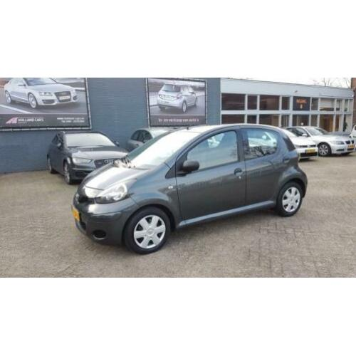 Toyota Aygo 1.0-12V Now - 5 Deurs - Airco - Elect. pakket