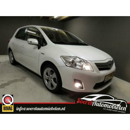 Toyota Auris 1.8 Full Hybrid Dynamic, parelmoer wit automaat